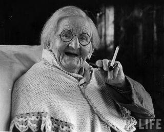 Centenarian_smoking